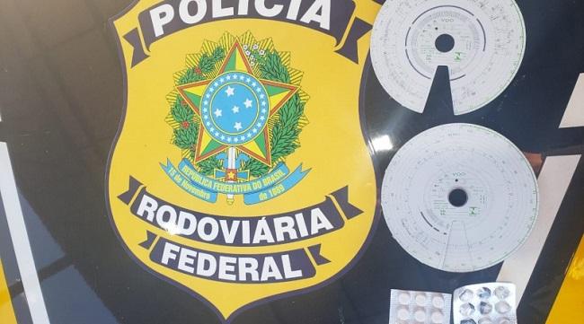 """CAMINHONEIROS SÃO FLAGRADOS NA BR-101 COM 76 COMPRIMIDOS DE """"REBITE"""""""