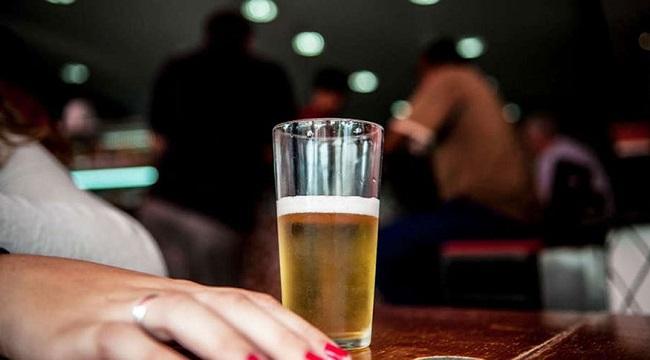 AUMENTA O PERCENTUAL DE MULHERES QUE CONSOMEM BEBIDAS ALCOÓLICAS
