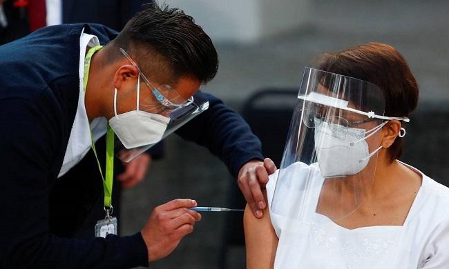 MAIS DE 40 PAÍSES JÁ INICIARAM A VACINAÇÃO CONTRA A COVID-19; CHINA LIDERA