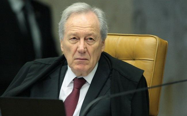 MINISTRO DO STF COBRA INFORMAÇÕES DE LABORATÓRIO SOBRE VACINA RUSSA