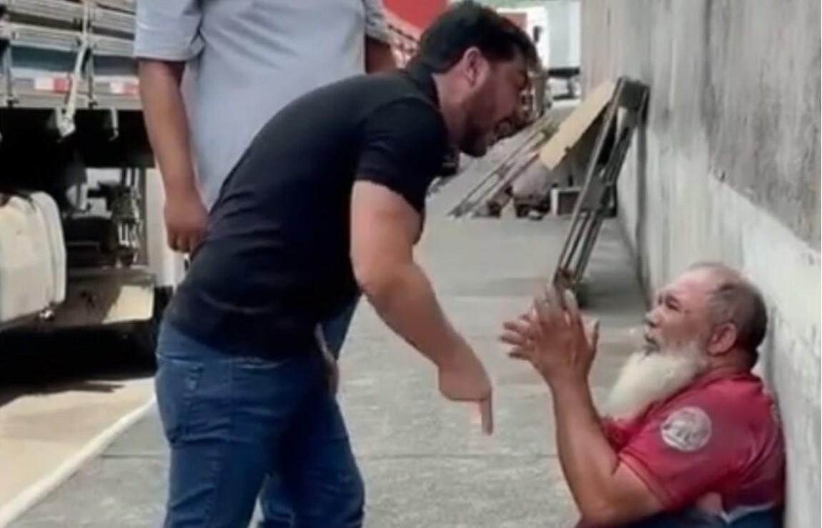 VÍDEO: EX-DEPUTADO MARCELL MORAES CHUTA HOMEM QUE DEU PAULADAS EM CACHORRO