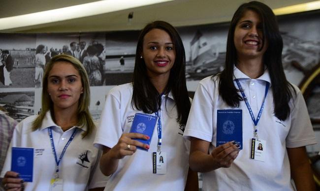 INDÚSTRIAS BRASILEIRAS OFERECEM 61,2 MIL VAGAS PARA JOVENS APRENDIZES