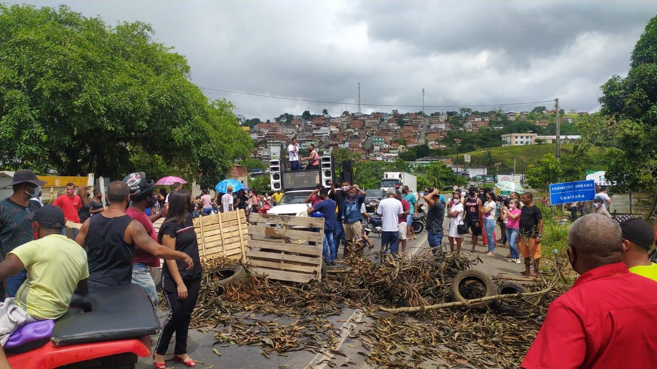 UBAITABA: COMERCIANTES FECHAM BR-101 EM PROTESTO CONTRA DECRETO ESTADUAL